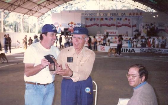 C - Sebastião Monteiro, o Tião,. com Paulo Santos Cruz e Luis Maciel, editor do Jornal o FILA em Guaratinguetá - Maio-90
